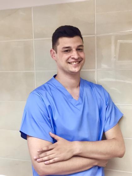 Dr. Kriveczky Ákos - Fogorvos