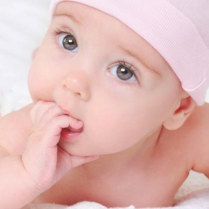 Így szoktasd le gyengéden gyerkőcödet az ujjszopizásról