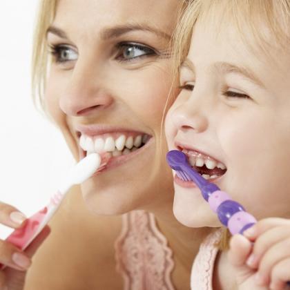 Így neveld rá gyermeked a megfelelő fogmosásra